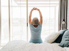 Schlaf ist ein Grundbedürfnis – sieben bis acht Stunden pro Nacht brauchen wir. Viele finden indes keine Ruhe. Was tun, um wieder besser zu schlafen? Augen zu – und durch? Von wegen. Der technische Fortschritt fördert die Rastlosigkeit. Wir fürchten, etwas zu versäumen und vernachlässigen den Schlaf. Ignorieren rächt sich. Wer an Schlafstörungen leidet und... Fitness Tips, Bean Bag Chair, Exercise, Retirement, Snoring, Sleep Better, Ejercicio, Fitness Hacks, Beanbag Chair