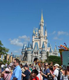 A 4 tip guide in case you or your little ones get LOST at Disney or a crowded theme park.