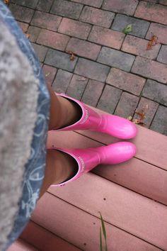 """Rainboots, tenho uma igual que causa """"polêmica"""" quando uso. mas eu amo."""