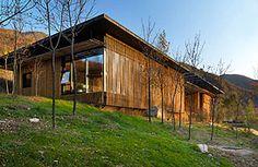 长城脚下的公社 - SOHO中国.  Bamboo House by Japanese architect.