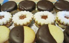 Fursecuri. - 600 g faina · - 250 g zahar · - 3 oua · -... Food Cakes, Minion, Doughnut, Cake Recipes, Recipies, Cheesecake, Muffin, Sweets, Cookies