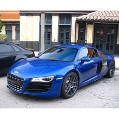 Perfect deep blue R8, for your chance to win an immense supercar driving experience double click on this awesome R8