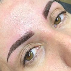 Semi Permanent Eyebrows, Permanent Makeup, Eyebrow Tinting, Eyebrow Makeup, Eyebrow Tattoo, Tattoo Eyebrows, Feminine Back Tattoos, Eyebrow Styles, Eyebrows On Fleek