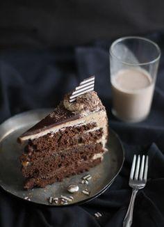 Fruit Desserts: Seven Sins Chocolate Cake Recipe Cupcakes, Cupcake Cakes, Just Desserts, Delicious Desserts, Yummy Food, Delicious Chocolate, Chocolate Desserts, Cake Chocolate, Bolo Grande