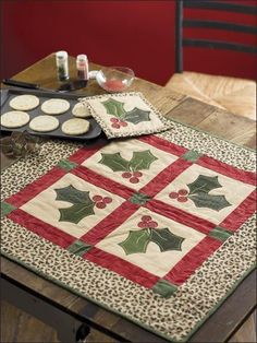 Quilting - Holiday & Seasonal Patterns - Christmas Patterns - Holly Party Set