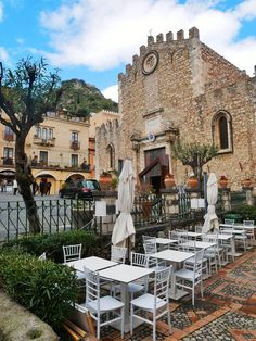 Taormina has plenty of opportunities of al fresco dining such as in this restaurant on the main Corso Umberto. discover how to make the most of your time there with our essential guide to Taormina, Sicily, packed with tips and suggestions on what to see and do #italy #sicily #taormina