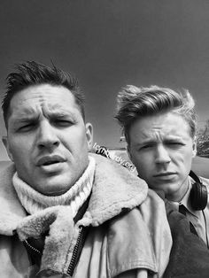 Tom Hardy & Jack Lowden - Spitfire Pilots in Dunkirk Jack Lowden Dunkirk, Tom Hardy Dunkirk, Dunkirk Cast, Danny Collins, My Tom, Raining Men, Most Beautiful Man, Beautiful People, Good Looking Men
