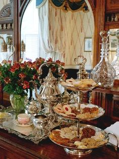 We must experience a proper English Tea Party! use for tea shop Afternoon Tea Parties, Christmas Tea, Christmas Buffet, Tea Sandwiches, Tea Service, Tea Cakes, My Tea, Vintage Tea, Vintage Party