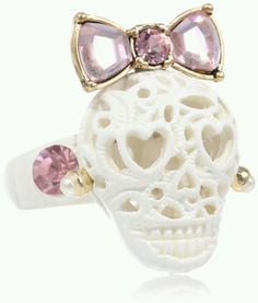 Betsy johnson skull ring