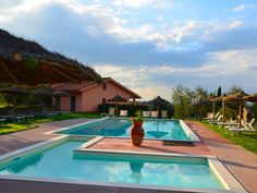 Agriturismo in Toscane met zwembad, restaurant, speeltoestellen en op loopafstand van een dorp
