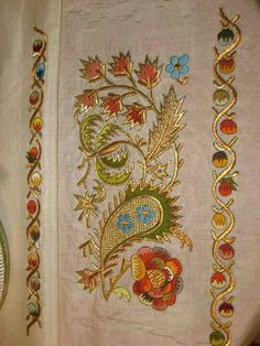 This Pin was discovered by Göz Zardozi Embroidery, Embroidery On Kurtis, Kurti Embroidery Design, Hand Work Embroidery, Flower Embroidery Designs, Gold Embroidery, Japanese Embroidery, Machine Embroidery Designs, Embroidery Stitches