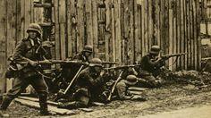 Ein Befehl Hitlers bot der Roten Armee im August 1941 die Chance zu einem Gegenangriff. Bei Jelnja gelang ihr beinahe der Durchbruch. Der Erfolg zeigte der Wehrmacht drastisch ihre Grenzen auf. Pin by Paolo Marzioli