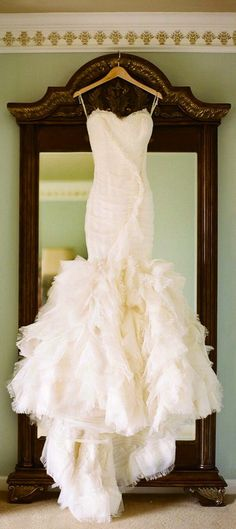 This is Capri's Vera Wang, wedding gown. I love the sweetheart neckline, and the simplicity of the bodice, in contrast to the full mermaid bottom.
