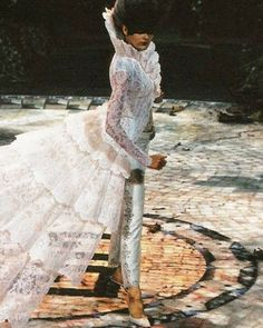 Alexander McQueen. For Givenchy 1998😍😍😍😍☁️☁️☁️☁️☁️#photooftheday #picoftheday #instagood #design #fashions #me #love #lace #dramatic #headgear #trousers #shoes #alexandermcqueen #lace #layers #beautifull #fabulous #today