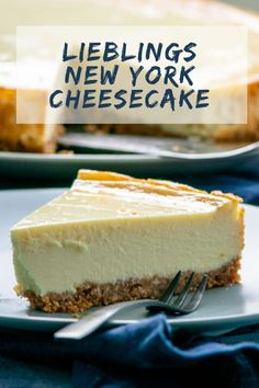 Best Cake : Original New York cheesecake - creamy and idyllically delicious The Cheesecake Factory, New York Cheesecake Rezept, Cheesecake Recipes, Dessert Simple, Dessert Nouvel An, Cake Original, Easy Desserts, Dessert Recipes, Food Cakes