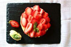 tartelette aux fraises, crème citron vert et basilic