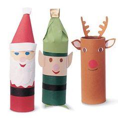 brincadeiras de Natal Essa é para as crianças se divertirem: que tal usar o rolinho de papel higiênico como corpo de personagens do Natal? É só usar papel colorido, cola e deixar a imaginação solta!