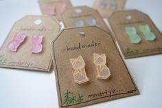 mmoriyo - Origami Fox Earrings - Studs - Shrink Plastic - Shrinky Dink von mmoriyo auf Etsy https://www.etsy.com/de/listing/218958851/mmoriyo-origami-fox-earrings-studs