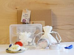 Treat and indulge mom with these special DIY Spa set. The gift set includes: DIY Mini Soap Kit Make gorgeous sweet smelling soaps with this kit. Make these for a lovely gift to mom! Kit includes: - Me