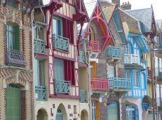 Façades colorées de Mers les Bains #merslesbains #aubellevue #architecture #toursime #picardie #France