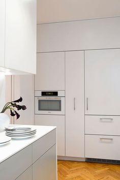Updated Kitchen in New York Apartment Exhibits Sleek, Practical Design - http://freshome.com/updated-kitchen-new-york/