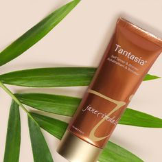 Beat the cold winter blues with sunkissed skin. Prep for your tropical trip or get your glow on at home with Tantasia Self Tanner & Bronzer.