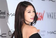 daring backs - park shin hye