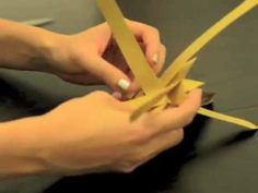 ▶ How to make a German Christmas Star - Fröbelstern - YouTube