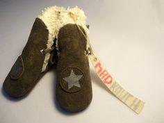 Chaussons bottes bébé fourrées  en cuir et tissu biologique