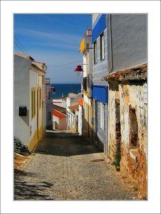 Rua dos pescadores.  Salema, Portugal