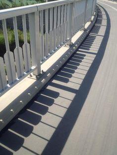 Vingle - 멋진 다리 난간 디자인.....피아노 그림자 - Creative Design