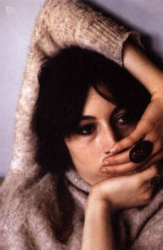 I`m very fond of doing movies where men fight over me. I don`t get to do enough. -Anjelica Huston