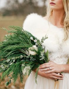 How to style a winter wedding — Pingle Pie Winter Wedding Theme, Christmas Wedding Ideas, December Wedding Inspiration – Bouquet. Winter Wedding Flowers, Green Wedding, Floral Wedding, Trendy Wedding, Winter Weddings, Bridal Flowers, Bridal Bouquets, Green Bouquets, Wedding Greenery