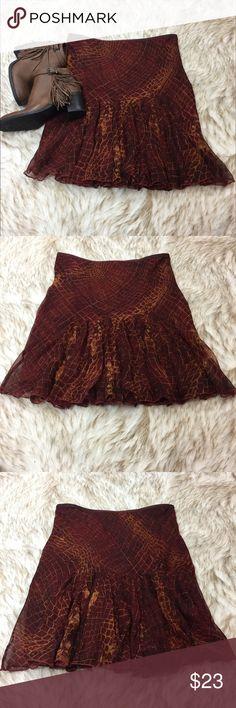 """Diane von Furstenberg Size 8 Silk Boho Skirt Silk elastic waist skirt - gorgeous! Waist: 29"""" Stretches to 34"""" Length: 22"""" Excellent Condition! Diane von Furstenberg Skirts Midi"""