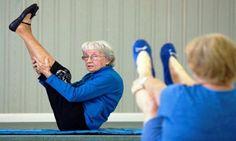 È l'insegnante di yoga più anziana al mondo, ha 96 anni, vive in Florida e si chiama Bernice Bates.