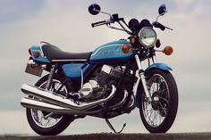 The Kawasaki 750 Mach IV was introduced in 1972 to significant interest from both the leading motorcycle journalists and their readers, it was the Custom Street Bikes, Custom Sport Bikes, Kawasaki Motorcycles, Cool Motorcycles, Kawasaki Classic, Antique Motorcycles, Retro Bike, Japanese Motorcycle, Classic Bikes