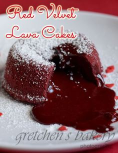 Red velvet lava cake is an impressive dessert that is super simple to make. Warm liquid centers flowing out of delicate red velvet cake Lava Cake Recipes, Best Cake Recipes, Favorite Recipes, Homemade Frosting Recipes, Homemade Cakes, Dessert Recipes, Cupcakes, Cupcake Cakes, Appetizers