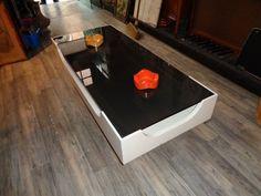 Nu in de #Catawiki veilingen: Vintage Space Age design salontafel wit op wengé gefineerde  voet