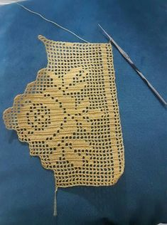 This Pin was discovered by Sel Crochet Boarders, Crochet Lace Edging, Crochet Stitches Patterns, Crochet Round, Crochet Chart, Crochet Trim, Love Crochet, Filet Crochet, Crochet Designs