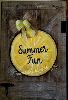 Lemon slice Burlap Door Hanger, Summer Wreath by ConnieRisleyCrafts on Etsy www. - Every door needs a good wreath - Lemon Lemon Crafts, Burlap Door Hangers, Burlap Door Decorations, Summer Door Decorations, Wreath Burlap, Painting Burlap, Lemon Kitchen, Summer Wreath, Spring Wreaths