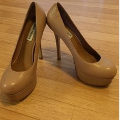 Steve Madden Allyy platform pump Nude/blush leather 5.5' heel with 1.25' platform. Steve Madden Shoes Heels