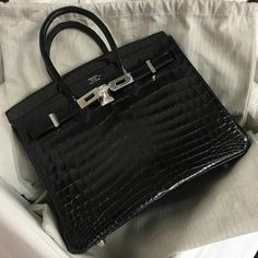 Hermès 25cm Birkin | Black Nilo Crocodile | Palladium Hardware | 2016