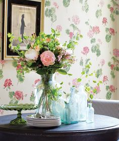 Vintage-Chic Flower Arrangement // Photographer Donna Griffith // House & Home April 2010 issue