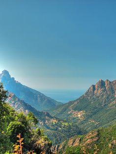 La Corse c'est des magnifiques plages , mais aussi des montagnes belles et imposantes -