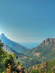 La Corse c'est des magnifiques plages mais aussi des montagnes imposantes et splendides. Alors, si vous êtes amateurs de plages mais aussi de montagne cette île est faite pour vous !  France