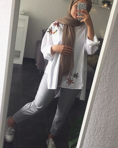 New Ideas For Fashion Hijab Casual Awesome - hijab outfit Hijab Fashion Summer, Modern Hijab Fashion, Street Hijab Fashion, Hijab Fashion Inspiration, Muslim Fashion, Modest Fashion, Hijab Casual, Hijab Chic, Modest Dresses