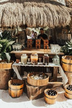 See how much this real Tulum wedding costs! Beach Wedding Foods, Beach Weddings, Destination Weddings, Bali Wedding, Greek Wedding, Romantic Weddings, Wedding Hair, Decoration Cocktail, Anemone Wedding