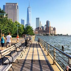 Battery Park with the new World Trade Center building
