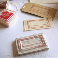 un tampon etiquette Stencil Printing, Stamp Printing, Scrapbooking Quilling, Diy Cards Stamps, Homemade Stamps, Stamp Carving, Fabric Stamping, Creation Deco, Wood Stamp