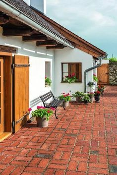 Indian Home Design, Kerala House Design, Village House Design, Village Houses, Spanish Style Homes, Spanish House, Backyard Patio, Backyard Landscaping, Future House
